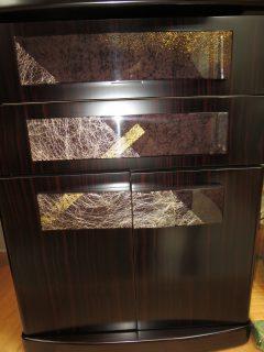 時を重ねるように和紙 金粉と塗りを重ね 輝くみかげ塗り  ~時重ね 1500 本黒丹~
